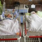 İrina Makarova və əkizləri Baku Medical Plaza-dan evə buraxıldı